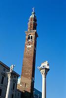 Torre de Piazza+ Säulen mit Redentore + Markuslöwe auf Piazza dei Signorie, Vicenza, Venetien-Friaul, Italien, Unesco-Weltkulturerbe.