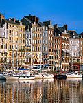 Frankreich, Normandie, Honfleur: Hafenstadt im Département Calvados mit dem Alten Hafen | France, Normandy, Département Calvados, Honfleur: The Old Port