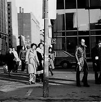 Pietons pres de la place Victoria , circa 1970 (date exacte inconnue)<br /> <br /> PHOTO :  Alain Renaud - Agence Quebec Presse