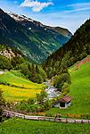 Oesterreich, Tirol, bei Ginzling im Zillertal: Wander- und Klettergebiet Zemmgrund mit Zemmser Bach, Abfluss des Schlegeis-Speichersees und schneebedeckten Gipfeln der Zillertaler Alpen | Austria, Tyrol, near Ginzling at Ziller Valley: popular hiking and climbing area Zemmgrund with Zemmser brook and snow covered summits of Ziller Valley Alps