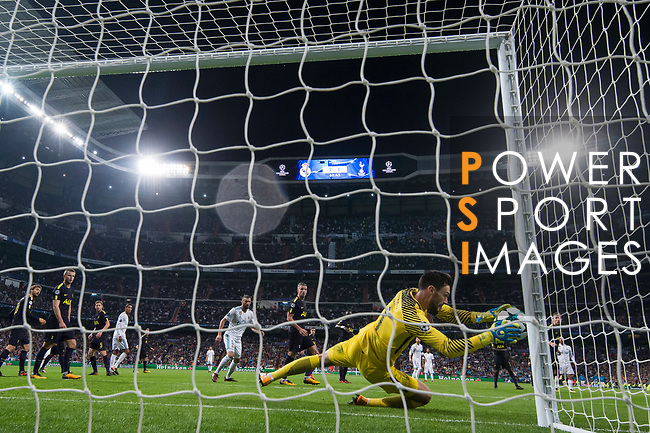 Goalkeeper Hugo Lloris of Tottenham Hotspur FC reaches for the ball after an attempt at goal by Real Madrid during the UEFA Champions League 2017-18 match between Real Madrid and Tottenham Hotspur FC at Estadio Santiago Bernabeu on 17 October 2017 in Madrid, Spain. Photo by Diego Gonzalez / Power Sport Images