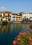 Italien, Piemont, Omegna am Lago d'Orta, Palazzo di Citta - Rathaus (rechts) | Italy, Piedmont, Omegna at Lago d'Orta: Palazzo di Citta - townhall (right)