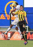 FLORIDABLANCA - COLOMBIA -15 -03-2014: Felipe Aguilar (Der.) jugador de Alianza Petrolera disputa el balón con Norbey Salazar (Izq.) jugador de Fortaleza FC, durante partido por la fecha once de la Liga Postobon I-2014, jugado en el estadio Alvaro Gomez Hurtado de la ciudad de Floridablanca. / Felipe Aguilar (R) player  of Alianza Petrolera vies for the ball with Norbey Salazar (L) player of Fortaleza FC, during a match for the date eleven of the Liga Postobon I-2014 at the Alvaro Gomez Hurtado stadium in Floridablanca city  Photo: VizzorImage  / Duncan Bustamente / Str.