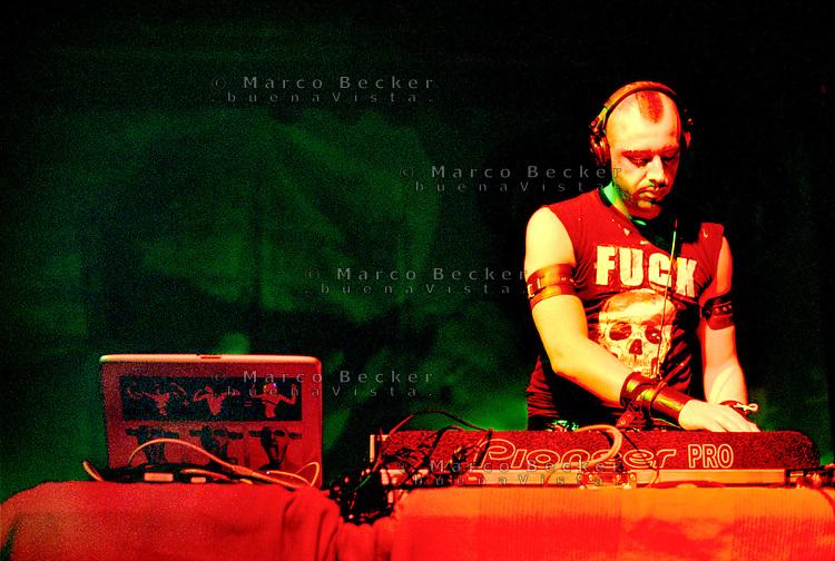 """Segrate (Milano), MIAMI, festival di musica italiana indipendente. Adriano Canzian sul palco """"Pertini"""" con sulla maglietta """"fuck"""" --- Segrate (Milan), MIAMI, festival of italian independent music. Adriano Canzian on the """"Pertini"""" stage, with """"fuck"""" on the t-shirt"""
