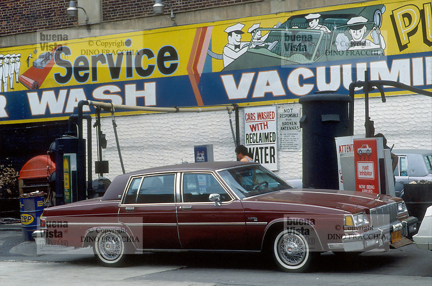 - New York, car wash....- New York, autolavaggio....