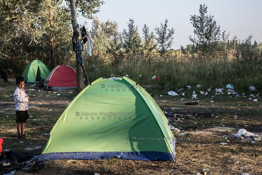 accampamento di migranti a Subotiza, nei pressi della vecchia fabbrica  camp for migrants in Subotiza , near the old factory, tende
