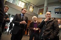 73. Sitzungs des NSA-Untersuchungsausschuss des Deutschen Bundestages am Mittwoch den 25. November 2015.<br /> Im Bild: Alexander von Notz , Obmann von B90/Die Gruenen im Ausschuss, (Bildmitte) spricht zu Journalisten ueber einen Streit in der geschlossenen Sitzung zwischen den Vertretern der Opposition und der Regierung zum Thema der Liste der BND-Selektoren.<br /> Rechts neben von Notz steht Christian Stroebele, B90/Die Gruenen, ebenfalls Mitglied im Ausschuss.<br /> 25.11.2015, Berlin<br /> Copyright: Christian-Ditsch.de<br /> [Inhaltsveraendernde Manipulation des Fotos nur nach ausdruecklicher Genehmigung des Fotografen. Vereinbarungen ueber Abtretung von Persoenlichkeitsrechten/Model Release der abgebildeten Person/Personen liegen nicht vor. NO MODEL RELEASE! Nur fuer Redaktionelle Zwecke. Don't publish without copyright Christian-Ditsch.de, Veroeffentlichung nur mit Fotografennennung, sowie gegen Honorar, MwSt. und Beleg. Konto: I N G - D i B a, IBAN DE58500105175400192269, BIC INGDDEFFXXX, Kontakt: post@christian-ditsch.de<br /> Bei der Bearbeitung der Dateiinformationen darf die Urheberkennzeichnung in den EXIF- und  IPTC-Daten nicht entfernt werden, diese sind in digitalen Medien nach §95c UrhG rechtlich geschuetzt. Der Urhebervermerk wird gemaess §13 UrhG verlangt.]
