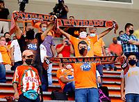 ENVIGADO - COLOMBIA, 14–08-2021: Hinchas de Envigado F. C. animan a su equipo, en el retorno de los aficionados al abrir asistencia durante partido entre Envigado F. C. y Alianza Petrolera de la fecha 5 por la Liga BetPlay DIMAYOR II 2021, en el estadio Polideportivo Sur de la ciudad de Envigado. / Envigado F. C. fans cheer on their team, in the return of the fans by opening assistance during the match between Envigado F. C. and Alianza Petrolera on date 3 for the BetPlay DIMAYOR II 2021 League, at the Polideportivo Sur stadium in the city of Envigado. city. / Photo: VizzorImage / Donaldo Zuluaga / Cont.