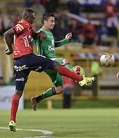 BOGOTÁ -COLOMBIA, 07-08-2015. Stalin Motta (Der) de La Equidad disputa el balón con Juan F Caicedo (Izq) de Independiente Medellín durante partido por la fecha 5 de la Liga Águila II 2015 jugado en el estadio Metropolitano de Techo de la ciudad de Bogotá./ Stalin Motta (R) player of La Equidad fights for the ball with Juan F Caicedo (L) player of Independiente Medellin during the match for the 5th date of the Aguila League II 2015 played at Metropolitano de Techo stadium in Bogota city. Photo: VizzorImage/ Gabriel Aponte / Staff