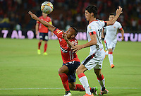MEDELLÍN -COLOMBIA-12-09-2015. Angelo Rodriguez (Izq) de Independiente Medellín disputa el balón con Argenis O. Alba (Der) del Cúcuta Deportivo durante partido por la fecha 12 de la Liga Águila II 2015 jugado en el estadio Atanasio Girardot de la ciudad de Medellín./ Angelo Rodriguez (L) player of Independiente Medellin fights for the ball with Argenis O. Alba (R) Cucuta Deportivo during the 12th date of Aguila League II 2015 played at Atanasio Girardot stadium in Medellin city. Photo: VizzorImage/León Monsalve/Str