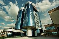 SARAJEVO / BIH 2012.UN MODERNO PALAZZO COSTRUITO SULLE MACERIE DELLE VECCHIA SEDE DEL GIORNALE OSLOBODENJE..FOTO LIVIO SENIGALLIESI..SARAJEVO / BIH 2012.Sarajevo is one of the fastest developing cities in the Balkans. In the picture new modern buildings built along the Snipers' Allee..Photo Livio Senigalliesi