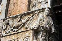 Italien, Umbrien, Pfarrkirche San Michele Arcangelo in Bevagna, Detail am Hauptportal