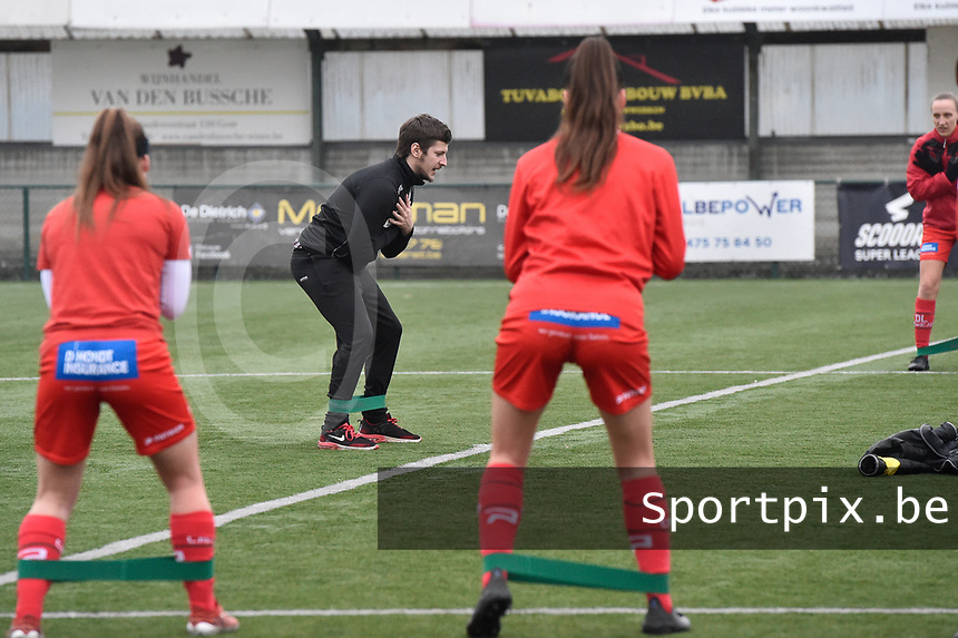 Tom Vanhauwaert  pictured during the warming up of  a female soccer game between SV Zulte - Waregem and Sporting Charleroi on the eleventh matchday of the 2020 - 2021 season of Belgian Scooore Womens Super League , saturday 23 th of January 2021  in Zulte , Belgium . PHOTO SPORTPIX.BE | SPP | DIRK VUYLSTEKE