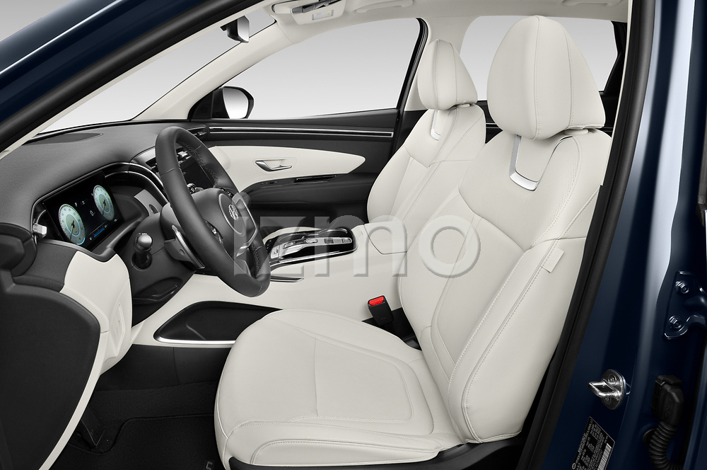 Front seat view of 2022 Hyundai Tucson Limited 5 Door SUV Front Seat  car photos