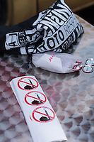 """Am Samstag den 31. Januar 2015 versammelten sich auf dem Staromestske Namesti-Platz (Alststaetter Markt / Old Town Square) in Prag ca. 500 Anhaenger der Pegida-Bewegung. Wie in Deutschland sind die Pegida (Patriotische Europaere gegen die Islamisierung des Abendlandes) Neonazis, Hooligans, Islamsfeinde und sog. """"Besorgte Buerger"""".<br /> Gegen die Pegida-Kundgebung protestierten Vertreter verschiedener Religionen, Antifaschisten, Sinti und Roma mit einem Gottesdienst, Gesaengen und Plakaten und Schildern, auf denen sich zum Teil ueber die Islamophobie der Pegida-Anhaenger lustig gemacht wurde. Beide Veranstaltungen fanden gleichzeitig nebeneinander auf dem Platz statt. Aus der Pegida-Kundgebung kamen immer wieder heftige Beschimpfungen und Neonazis versuchten Gegendemonstranten ein Transparent zu entreissen.<br /> Im Bild: Verkauf von Propagandamaterial.<br /> 31.1.2015, Prag<br /> Copyright: Christian-Ditsch.de<br /> [Inhaltsveraendernde Manipulation des Fotos nur nach ausdruecklicher Genehmigung des Fotografen. Vereinbarungen ueber Abtretung von Persoenlichkeitsrechten/Model Release der abgebildeten Person/Personen liegen nicht vor. NO MODEL RELEASE! Nur fuer Redaktionelle Zwecke. Don't publish without copyright Christian-Ditsch.de, Veroeffentlichung nur mit Fotografennennung, sowie gegen Honorar, MwSt. und Beleg. Konto: I N G - D i B a, IBAN DE58500105175400192269, BIC INGDDEFFXXX, Kontakt: post@christian-ditsch.de<br /> Bei der Bearbeitung der Dateiinformationen darf die Urheberkennzeichnung in den EXIF- und  IPTC-Daten nicht entfernt werden, diese sind in digitalen Medien nach §95c UrhG rechtlich geschuetzt. Der Urhebervermerk wird gemaess §13 UrhG verlangt.]"""