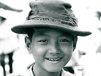 Kind mit Hut, Vietnam 1991