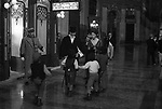"SOFIA LOREN CON RICHARD BURTON<br /> SUL SET DE ""IL VIAGGIO"" NAPOLI 1973"