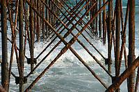 TOGO, Lome, old landing bridge from german colonial time /  alte Landungsbrücke,  ein ehemaliger Schiffsanleger aus der deutschen Kolonialzeit. Zwischen 1904 und 1914 erfolgte hierüber der Großteil des Schiffsverkehrs von und nach der deutschen Kolonie Togo