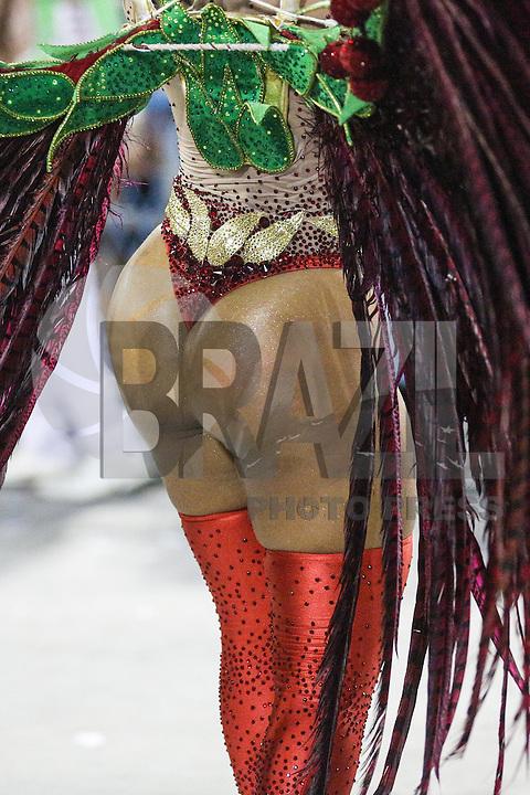 RIO DE JANEIRO,RJ 08.02.2016 - CARNAVAL-RJ - Integrantes da escola de samba Grande Rio durante primeiro dia de desfiles do grupo especial do Carnaval do Rio de Janeiro no Sambódromo Marquês de Sapucaí na região central da capital fluminense na  madrugada desta segunda-feira, 08. (Foto: Vanessa Carvalho/Brazil Photo Press)