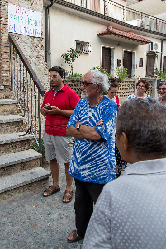 Alex Zanotelli (Member of the Combonian missionaries in Verona, founder of the Italian movements whose goals include social harmony & equality: http://bit.ly/2FHBH3a).<br />