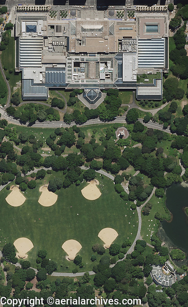 aerial photo map of the Metropolitan Museum of Modern Art and a portion of Central Park, Manhattan, New York City