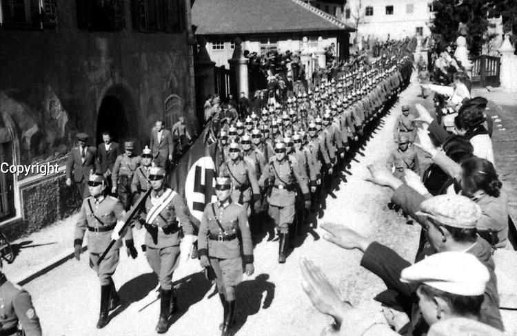 Osterreich wird Deutsche.  Einmarsch der Deutschen polizei in Imst (Tirol).  Austria becomes German.  Entry of German police into Imst.  March 1938.  Heinrich Hoffman Collection.  (Foreign Records Seized)<br /> Exact Date Shot Unknown<br /> NARA FILE #:  242-HLB-2658-16<br /> WAR & CONFLICT BOOK #:  989