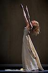 DIALOGUE WITH ROTHKO....Chorégraphie, interpretation textes : Carolyn Carlson..Conseil à la mise en scène : Yoshi Oïda..assistant repetitions : Henri Mayet..Musique originale et violoncelle live : Rémi Nicolas..Costumes : Chrystel Zingiro..Confection toiles : Elise Dulac..Le 13/02/2013..Le colisée - Théâtre de Roubaix..Ville : Roubaix..© Laurent Paillier / photosdedanse.com..All rights reserved