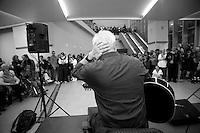 Davide Van de Sfroos, cantante lariano, cantante del lago di Como.