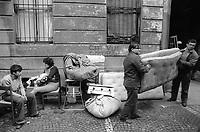 - Milano, sgombero di un palazzo sfitto in via Cusani occupato abusivamente da famiglie di senza casa (Ottobre 1975)<br /> <br /> - Milan, evacuation of an empty building in Cusani street illegally occupied by families of homeless (October 1975)