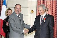 Remise de la mÈdaille de laLÈgion d'Honneur ‡ Clint Eastwood par Jacques Chirac au palais de l'Elysee #