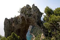 Italien, Capri, Arco Naturale am Pizzalungo-Wanderweg
