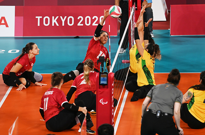 Felicia Voss-Shafiq, Tokyo 2020 - Sitting Volleyball // Volleyball Assis.<br /> Canada takes on Brazil in the sitting volleyball bronze medal match // Le Canada affronte le Brésil dans le match pour la médaille de bronze en volleyball assis. 09/4/2021.