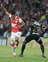 BOGOTÁ -COLOMBIA, 06-12-2014. Wilson Morelo (Izq) de Independiente Santa Fe disputa el balón con Fausto Obeso (Der) jugador de Once Caldas durante partido por la fecha 5 de los cuadrangulares semifinales de la Liga Postobón II 2014 jugado en el estadio Nemesio Camacho el Campín de la ciudad de Bogotá./ Wilson Morelo player (L) of Independiente Santa Fe fights for the ball with Fausto Obeso (R) player of Atletico Huila during the match for the 5th date of the semifinal quadrangular of the Postobon League I 2014 played at Nemesio Camacho El Campin stadium in Bogotá city. Photo: VizzorImage/ Gabriel Aponte / Staff