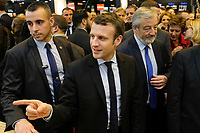 EMMANUEL MACRON, SALON DU LIVRE A PARIS, FRANCE, LE 24/03/2017.