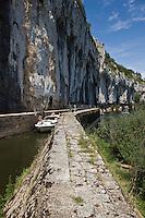 Europe/France/Midi-Pyrénées/46/Lot/Env de Saint-Cirq-Lapopie/Bouziès: Navigation Fluviale sur le Bief de l''écluse de Ganil