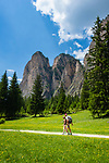 Italy, South Tyrol (Trentino - Alto Adige), Dolomites, near Selva di Val Gardena: Valley Langental (Vallunga) in Puez-Geisler Nature Park, a popular hiking area in summer, South-East towers of Monte Stevia | Italien, Suedtirol (Trentino - Alto Adige), Dolomiten, bei Wolkenstein in Groeden: das Langental (Vallunga) im Naturpark Puez-Geisler, ein Wanderparadies im Sommer, die Suedosttuerme der Stevia (Monte Stevia)
