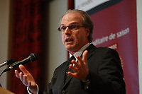 ALAIN GIGUERE, PRESIDENT OF CROP AT THE CANADIAN CLUB OF   MONTREAL'S PODIUM talk about<br />