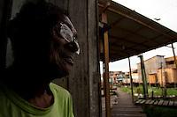 Palafitas e favelas no bairro da Terra Firme.<br /> Olavo de Souza, 78 anos, dez filhos, mora a 22 anos na terra firme trabalhando como carpinteiro na construção de casas nas áreas invadidas do bairro.<br /> No bairro da Terra Firme um dos mais pobres com o maior índice de violência do estado.<br /> 01/06/2011.<br /> Belém, Pará, Brasil.<br /> Foto Paulo Santos