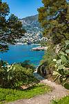 Frankreich, Provence-Alpes-Côte d'Azur, Roquebrune-Cap-Martin: ein Wanderweg fuehrt um die ganze Halbinsel Cap Martin herum mit herrlichem Blick ueber Roquebrune Bucht | France, Provence-Alpes-Côte d'Azur, Roquebrune-Cap-Martin: hiking trail around peninsula Cap Martin with fantastic view across Roquebrune Bay