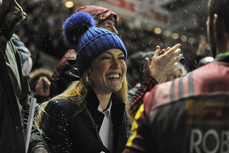 Camilla Kerslake congratulates boyfriend Chris Robshaw of Harlequins at the end of the Premiership Rugby match between Harlequins and Saracens - 09/01/2016 - Twickenham Stoop, London<br /> Mandatory Credit: Rob Munro/Stewart Communications