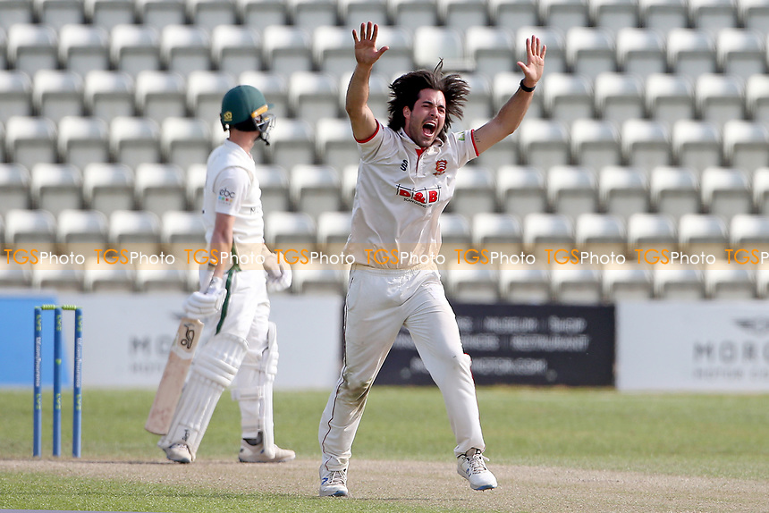 Shane Snater of Essex appeals for the wicket of Jake Libby during Worcestershire CCC vs Essex CCC, LV Insurance County Championship Group 1 Cricket at New Road on 2nd May 2021