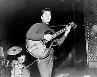 Sacha Distel en spectacle a Quebec<br />  entre le 11 et le 17 octobre 1965<br /> <br /> Photographe : Photo Moderne