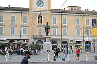 ITALY, Parma, old town/ ITALIEN, Parma, Altstadt, Piazza Garibaldi, Governeurspalast mit Garibaldi Statue