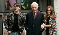 "Il regista statunitense Peter Del Monte, al centro, posa con l'attore Marco Foschi e l'attrice polacca Kasia Smutniak, a destra, durante un photocall per la presentazione del suo film ""Nelle tue mani"" a Roma, 5 marzo 2008..U.S. director Peter Del Monte, center, poses with the Italian actor Marco Foschi and the Polish actress Kasia Smutniak, right, during a photocall for the presentation of his movie ""Nelle tue mani"" (""In your hands"") in Rome, 5 march 2008..UPDATE IMAGES PRESS/Riccardo De Luca"