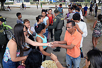 CUCUTA - COLOMBIA, 02-03-2019: Venezolanos reciben ayuda alimentaria después de pasar la frontera, por la trocha La Pampa, hacia Colombia hoy, 2 de marzo de 2019, huyendo de las dificiles condiciones en su país en donde el regimen de Nicolás Maduro disputa el poder con Juan Guaidó, presidente interino de Venezuela y reconocido por parte de la comunidad internacional. / Venezuelan people receive the food aid after crossing the border by the step walk La Pampa today, March 02, 2019, to Colombia leaving the bad conditions of their country where the Maduro's regimen dispute the power with Juan Guaido interim president and recognized by many international comunity . Photo: VizzorImage / Manuel Hernandez / Cont