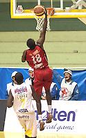 BUCARAMANGA -COLOMBIA- 28 -09-2013. Pusey (Der) jugador de Halcones  lanza sobre la cesta de Bucaros , a la izquierda Lopez de Bucaros , partido correspondiente a la  Liga DIRECTV de Baloncesto profesional segundo semestre jugado en el coliseo Vicente Diaz Romero de la ciudad de Bucaramanga / Pusey (Der) Falcons player throws on basket Bucaros, left Bucaros Lopez, game in the Professional Basketball League DIRECTV second half played at the Coliseum Vicente Diaz Romero of the city of Bucaramanga.Photo / Duncan Bustamante / VizzorImage  /Stringer