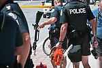 © Hughes Léglise-Bataille/Wostok Press.Canada, Toronto.24 .06.2010.Des policiers canadiens retirent les objets trouvés dans un vehicule suspect, dont le conducteur a ete  arrete en debut d'apres-midi le 24/06/2010 a quelques centaines de metres du Centre de Convention ou doit se tenir le sommet du G20. Parmi ceux-ci, une arbalete avec 5 fleches, une tronconneuse, une batte de baseball, une hachette, un marteau, des bidons d'essence et une camera video...Canadian police officers are taking away suspicious objects found within a suspicious car, whose driver was arrested early afternoon on the 24 of June 2010, a few hundred meters from the Convention Center where the G20 summit will be held. Amongst the objects were a crossbow with 5 arrows, a chainsaw, a baseball bat, a pickaxe, a sledgehammer, gasoline jerricans and a video camera.
