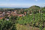Germany, Baden-Wuerttemberg, Markgraefler Land, wine village Staufen; above castle ruin Staufen nested on a hill