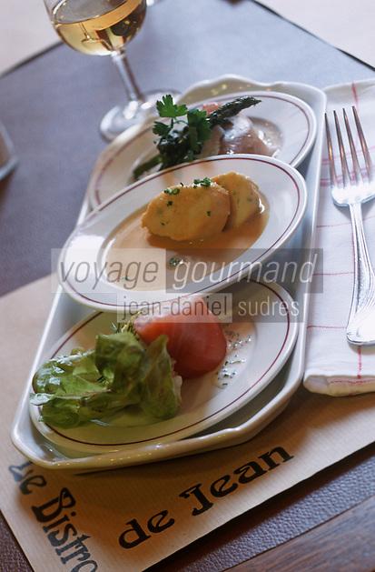 """Europe/France/Bretagne/35/Ille-et-Vilaine/Saint-Malo: Plateau d'entrées au restaurant """"Le Bistrot de Jean"""" Ballotine de Crabe et saumon fumé , quenelle de morue , petite salade d'asperges avec roquette -recette de Pascal Poisson"""