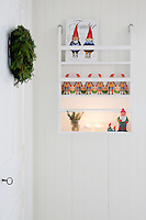 The hallway is decorated with nostalgic Christmas decorations that Sofia has found at flea markets